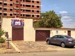 Casa 2/4 + sala comercial - Vila Lucy