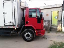 Caminhão baú refrigerado toco - 2011