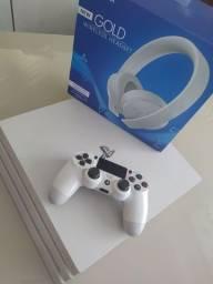 PS4 pro Branco e fone