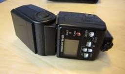 Corpo ( Nikon D7000 ) + SB 600 Nikon ( pouco uso )
