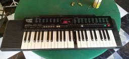Vende piano pequeno portatil seminovo por 400 reais