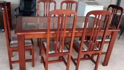 mesa de Madeira e centro de vidro, com 6 cadeiras estofadas *Conservadíssima<br>