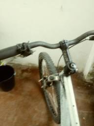 Bicicleta de aluminum e amortecedores