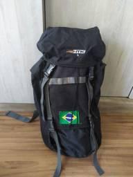 Mochila 45L, sacos de dormir e botas para trilha