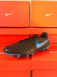 Chuteira Nike Legend 8 Club FG/MG campo