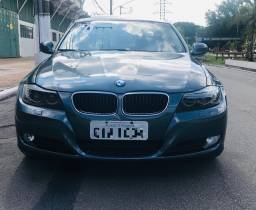 BMW 320i 2010 (NOVO)