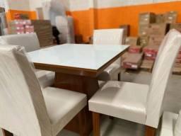 Mesa de Jantar com 4 Cadeiras e Tampo de Vidro