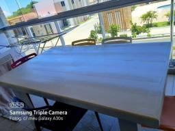 Troco essa mesa de madeira por uma redonda que esteja em bom estado