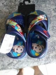 Sandália de criança novinha