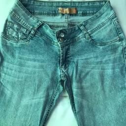 Vendo calça jeans tam 44 25 reais