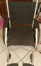 Cadeira de rodas em bom estado de conservação