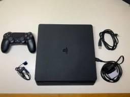 Playstation 4 - 1TB - Seminovo: menos de 50 horas de uso