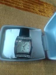 Relógio Mondaine lindo na caixa em perfeito estado