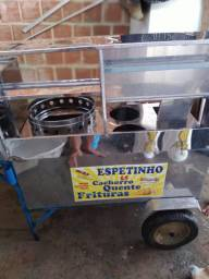 Carroça de cachorro quente e churrasco