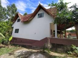 Casa triplex em condomínio fechado