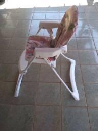 Cadeira infantil de alimentação