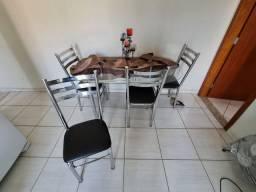 Mesa com tampo de vidro + 4 cadeiras inox