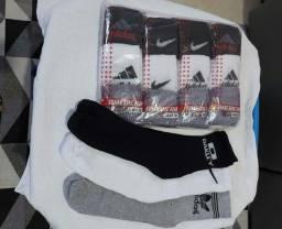 pacote com 3 pares de meias