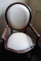 Cadeira medalhão de madeira R$750,00 (faça sua proposta)