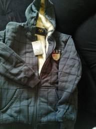 Jaqueta com maravilhoso e quentinho forro.