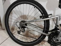 Bike aro 26 R$360,00