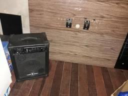 Caixa de som e um painel pra tv