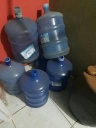 8 galão de água