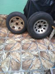 Estou vendendo esse 2 pneus com aro e tudo