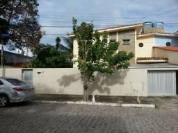 711 - Casa c/ 02 Pavimentos - 200m² - Portão eletrônico - Localizado no Bairro Pina