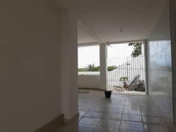 Alugo casa de 02 dormitórios Jardim 13 de Maio