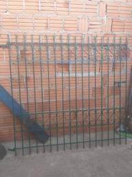 Portão social de ferro já pintado