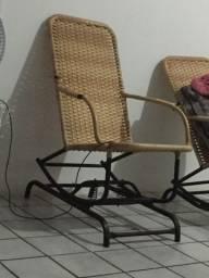 Duas cadeiras de balanço com palha sintética