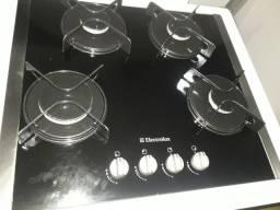 Cooktop Electrolux mais balcão em MDF