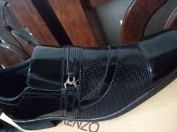 Sapatos tamanho 41,42 e 44 novíssimos na Caixa