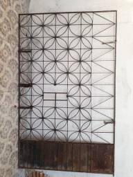 Grade Portão de ferro por 300,00