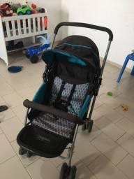Carrinho de bebê azul