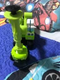 Trator verde com opções de forminha play doh