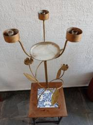 Peça decorativa com suporte para velas