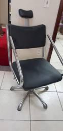Cadeira cabeleireiro na cor preta