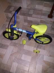 Bicicleta infantil semi nova R$ 100