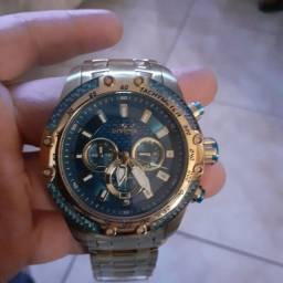 Vendo relógio Invicta semi novo.