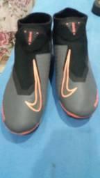 Chuteira Nike de uso profissional n 41 forma pequena ideal pra quem usa 39/40 valor 250