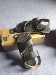 Vendo dua sandálias pra meninos.. numeração 31