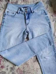 Lote de calça jeans + macaquinho curto + calça jogger