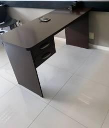 Mesa de escritório com gavetas + arquivo com 4 gavetas