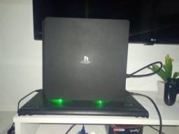PlayStation 4 Slim - conservado