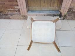 2 cadeiras estilo medalhão em perfeito estado!