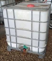 Contaner de 1000 L , economize água capitando água da chuva