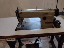 Máquina de costura industrial e uma orveloque chinesinha
