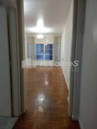 R soares vende! em Copacabana Rua Ronald de Carvalho excelente apartamento sala dois quart